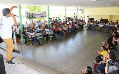 """""""Cantos de Paz"""" nuestra iniciativa que promociona la cultura de paz por medio de música, deporte y artes marciales en el barrio Vicente Pizón en Fortaleza, Brasil"""