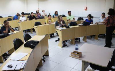 Estudiantes y profesores de periodismo participan en el taller dirigido por el Instituto Terre des hommes en Brasil para debatir sobre medios de comunicación, juventud y derechos humanos